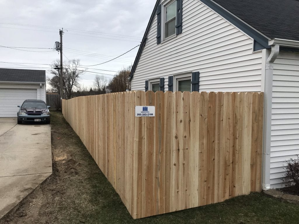 d&d fence, west bend wooden fencing installation, install fence west bend