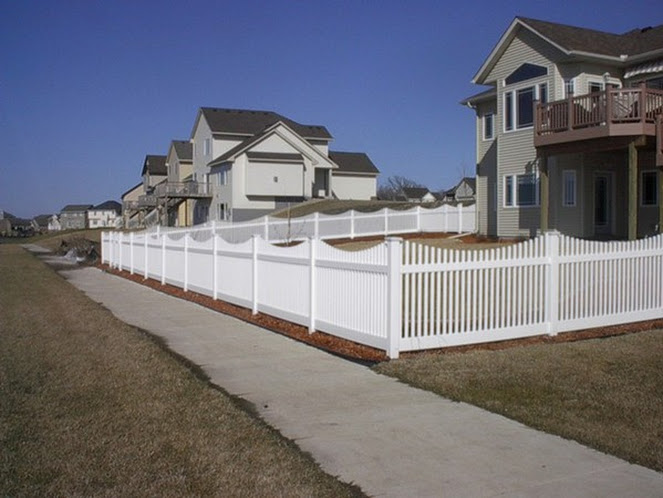 scallop fence west bend, residential fence company west bend, west bend fence installation near me