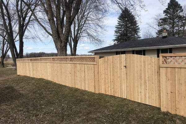 wooden fence installation west bend, west bend fence company, install fence west bend